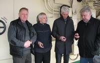 Борис Федоровцев, Валерий Петров, Игорь Цветков и Сергей Ладный спрятались от ветра