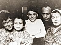 Пацаевы c бабушкой, З.Н.Кряжевой. 1967 г.
